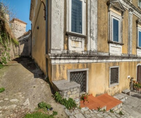 Vintage Holiday Home in Caselle in Pittari near the Forest