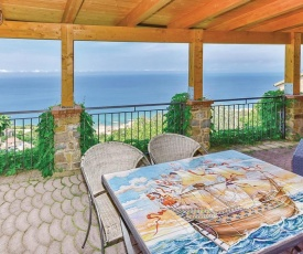 Two-Bedroom Apartment in Castellabate SA