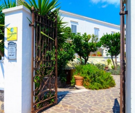 Cozy Holiday Home in Guardavalle with Garden