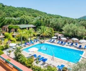 Villetta nel verde con piscina